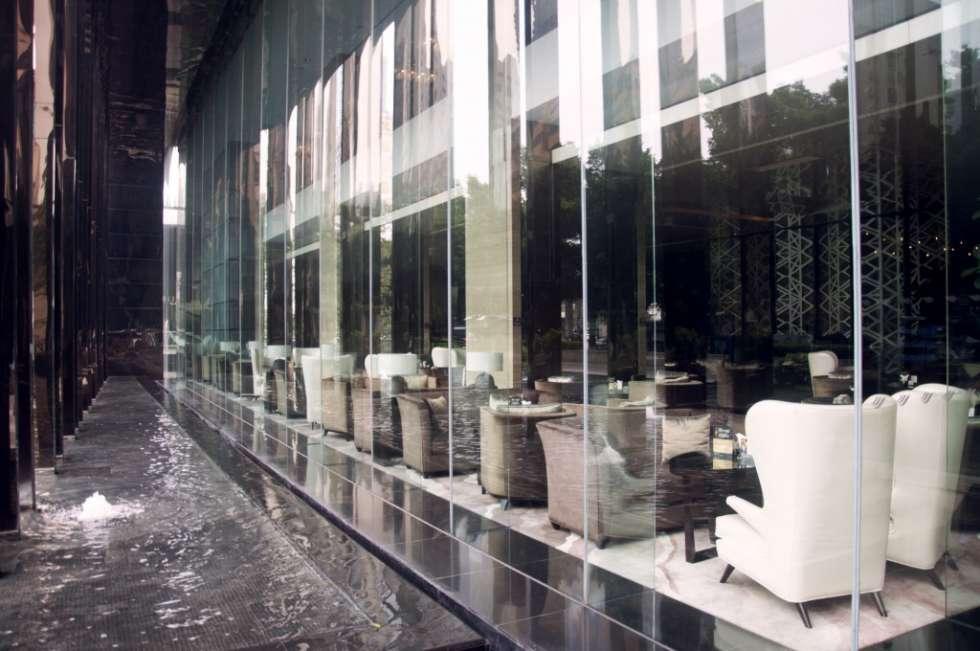 Hilton-Guangzhou-Tianhe-glass-1024x680