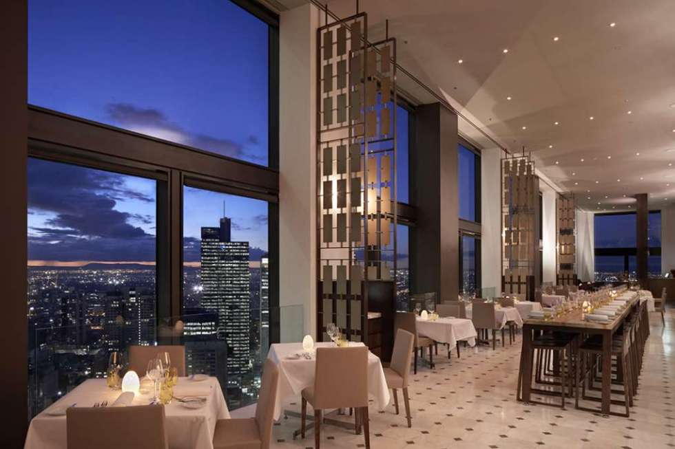 Dining-above-the-city-of-melbourne