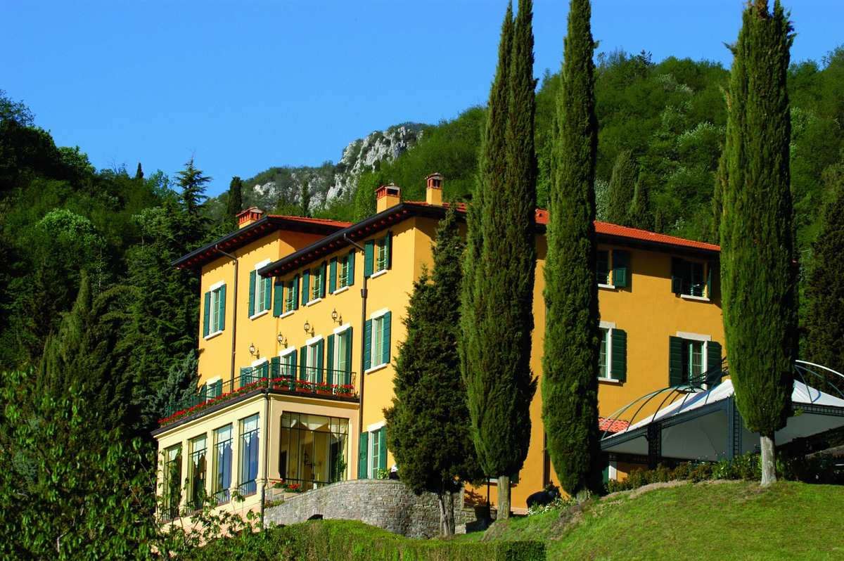 Boutique hotel sostaga italy the hotel with an amazing for Boutique hotel uzuri villa