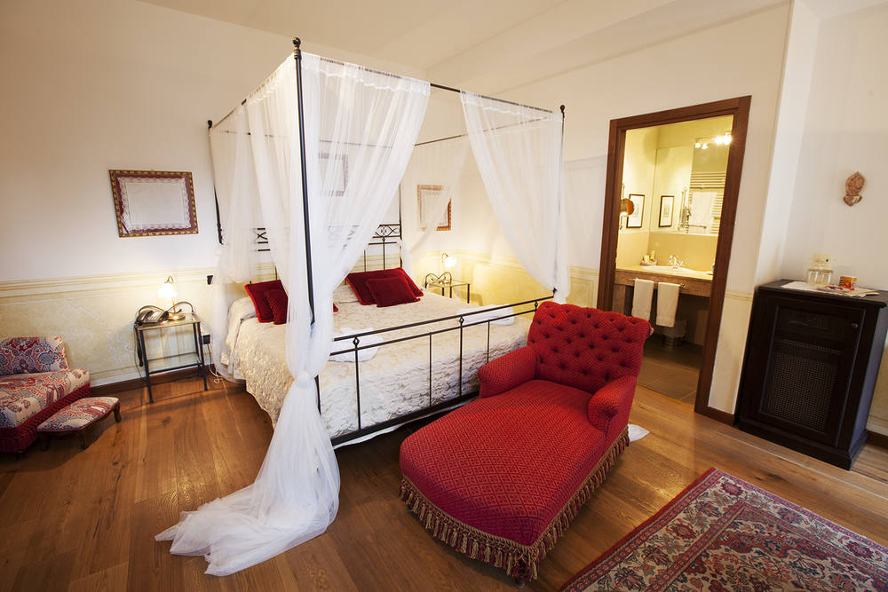 Villa Sostaga Comer Room