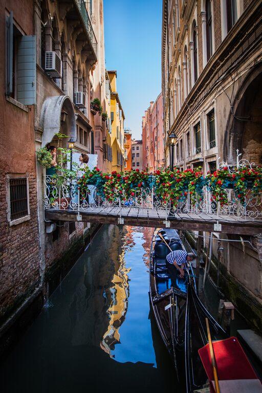 venice water gondola