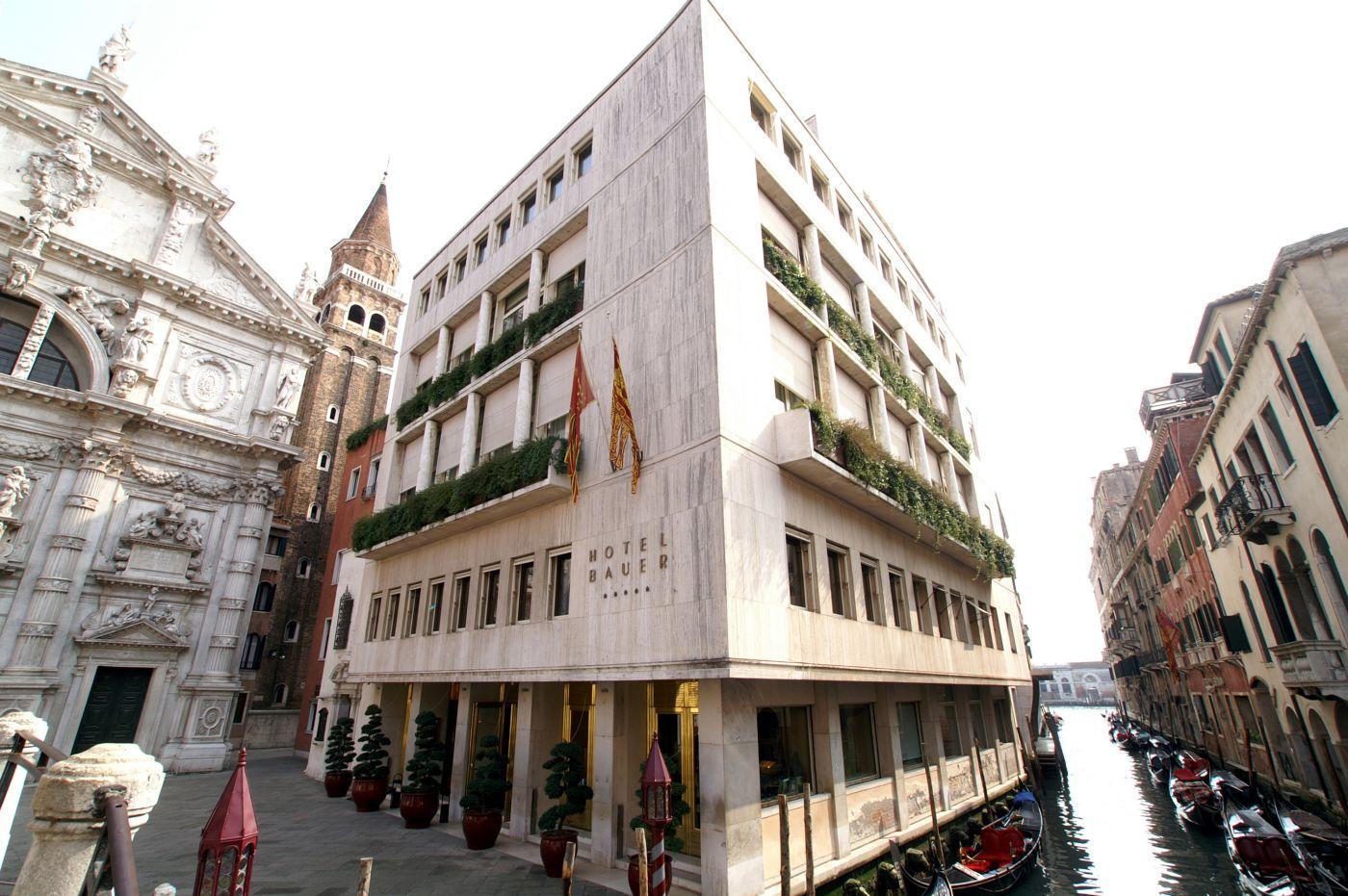 Bauer Hotel Il Palazzo Venice Exterior next to Gondolas